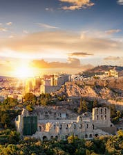 A splendid picture of the sunset of the greek capital city where you can do paragliding in Athen.