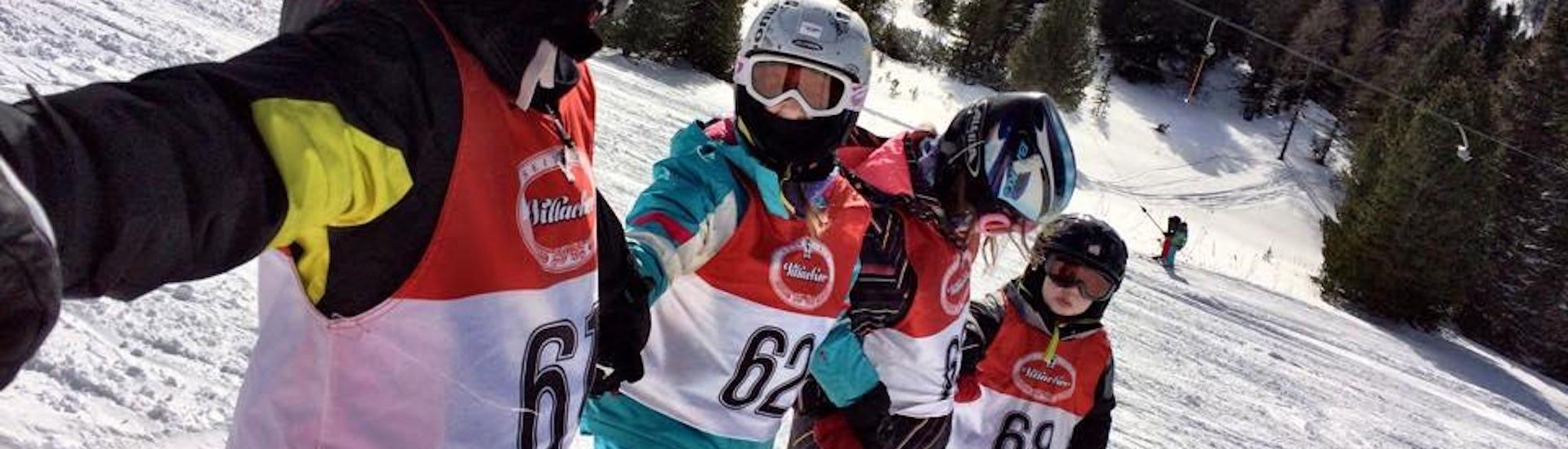 Kids skigroup takes selfie