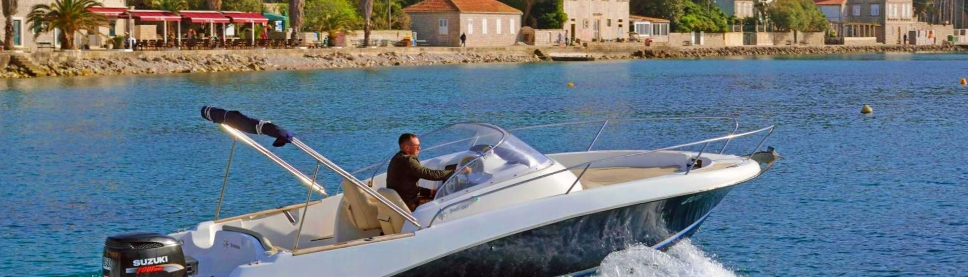 A skipper from Explore Dubrovnik by Boat is getting the Private Boat (7pax) to Elaphiti Islands with Snorkeling ready for his customers.
