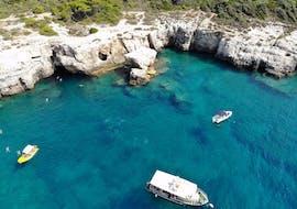 Paseo en barco privado de Pula city a Fratarski otok (Veruda) con baño en el mar & visita guiada con Pula Boat Excursions