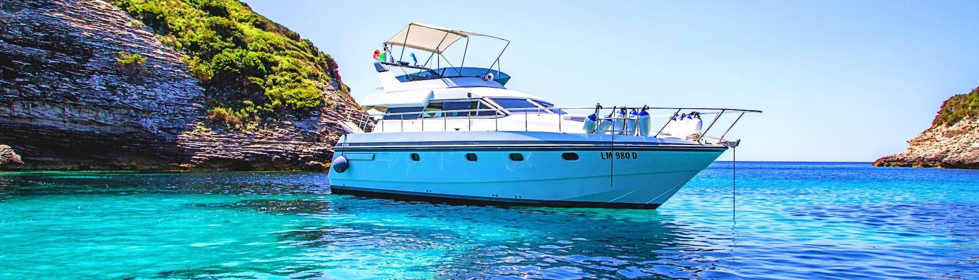 Our exclusive boat on the crystal clear water of Sardinia during the private boat trip around Sardinia and Corsica with Maggior Leggero Tour.