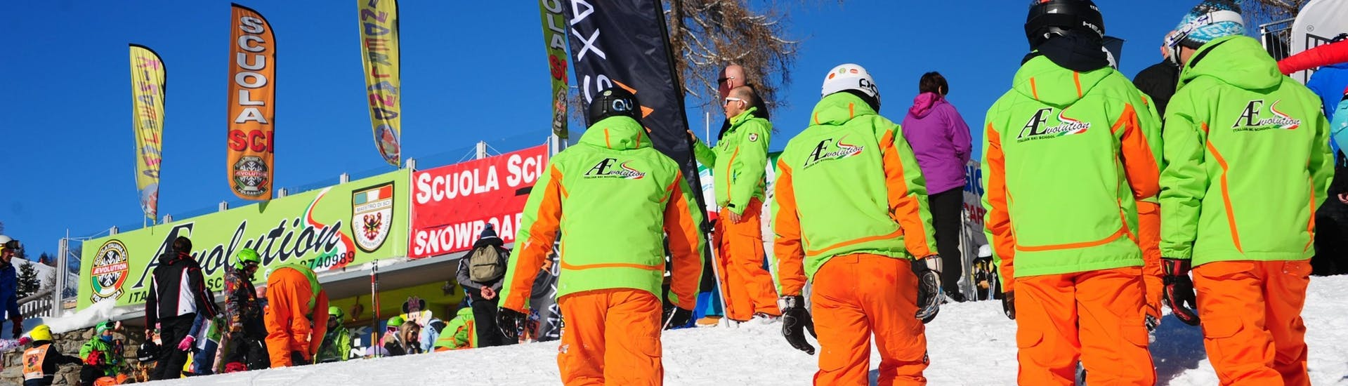 Private Freestyle Skiing Lessons - All Levels of the Ski School Scuola di Sci Aevolution Folgarida are finished, the ski instructors return to the ski school.