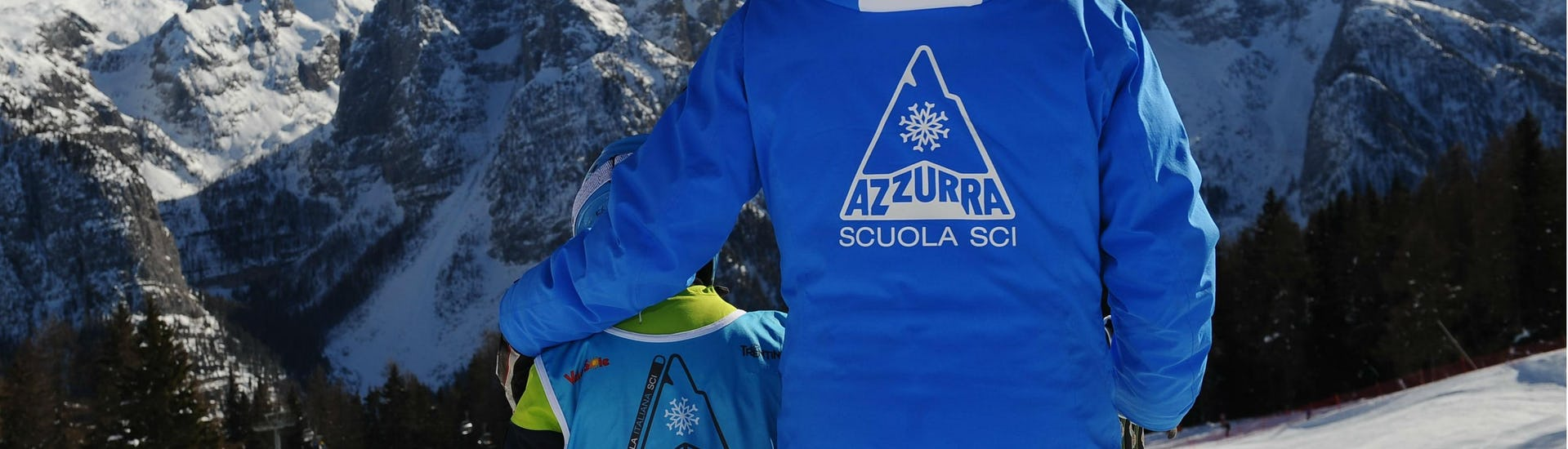 Off-Piste Skiing Lessons - All Levels of the Ski School Scuola Italiana Sci Azzurra Folgarida are taking place, the child is ready to go down the slope.