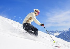 A skier is skiing down a snowy slope during hisPrivate Off-Piste Skiing Lessons for Adults – All Levels with the ski school Prosneige Méribel.