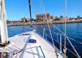 Vue de la baie de Palma de Majorque lors d'une sortie privée en voilier avec DayCharter.es.