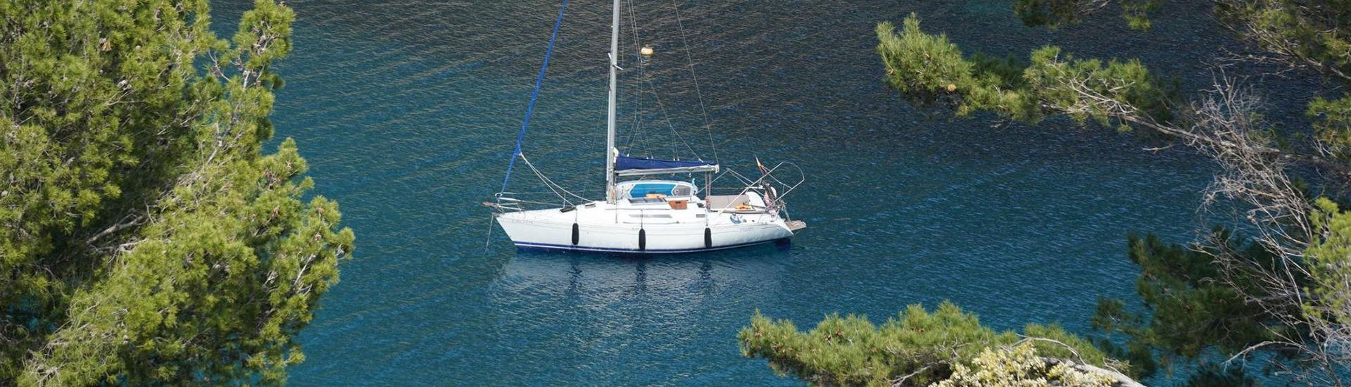 private-sailing-snorkeling-along-the-coast-spring-lets-sail-mallorca-hero