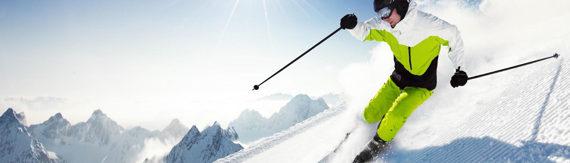 Skifahrer im Sonnenschein