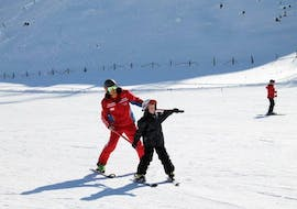 A child has lot of fun with its private skiing instructor during a private ski lesson for kids of all levels in Bad Kleinkirchheim.