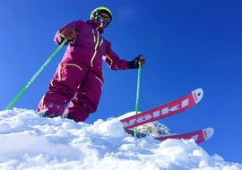 A skier is ready to hit the slope during their Private Ski Lessons for Adults - All Levels with the ski school Evolution 2 Morzine.