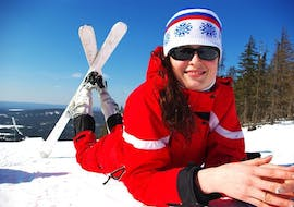 A woman is taking Private Ski Lessons for Adults for All Levels with the ski school Skischule Kahler Asten.