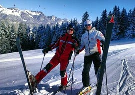 A man enjoys his time during his private ski lesson for adults of all levels with Skischule Zahmer Kaiser.