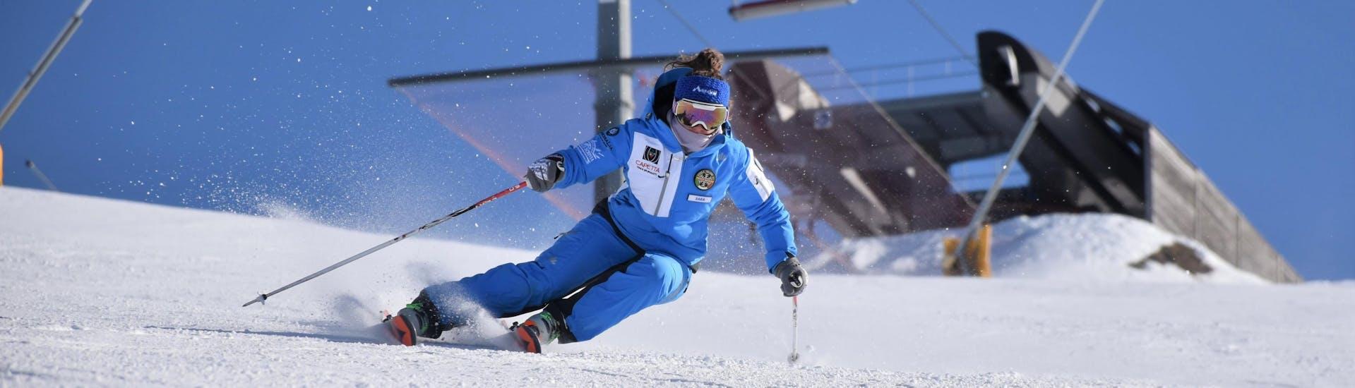 A skier improves her technique in private ski lessons for adults for All levels of the ski and snowboard school Scuola di Sci e Snowboard Prato Nevoso.