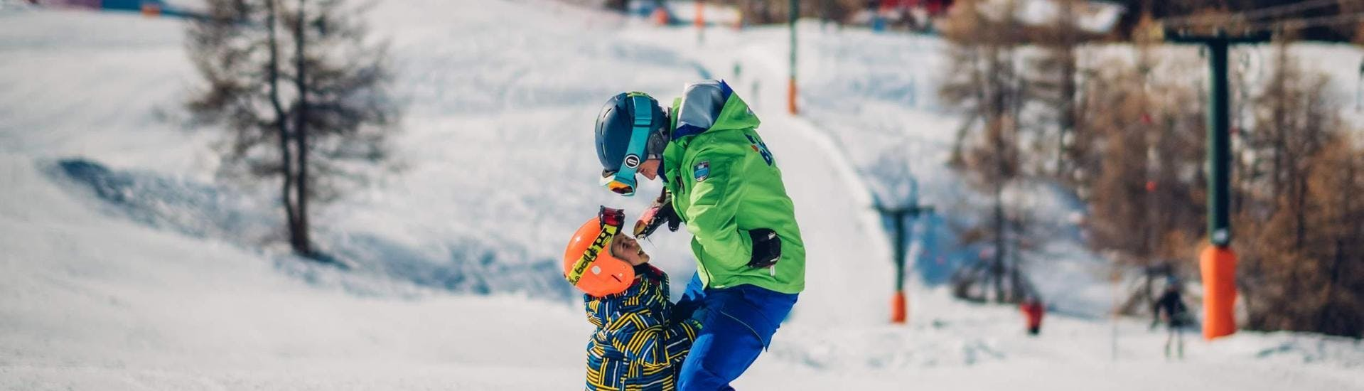 During the Private Ski Lessons for Kids - All Levels - Holidays, a small child enjoys the full attention of the ski instructor from the ski school Scuola di Sci B.foxes.