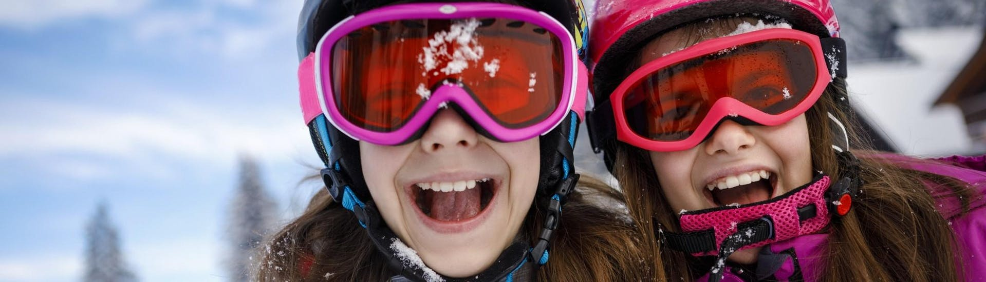 Two sisters are having fun in the snow during their Private Ski Lessons for Kids (from 3 y.) of All Levels with Skischule Tannberg Lech.