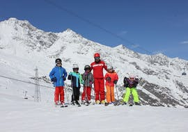 The ski instructor of Schweizer Skischule Saas-Fee enjoys his time with the kids during the private ski lessons for kids in Valais.