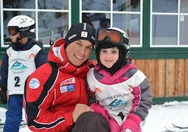 The ski instructor of Schneesport Taberhofer has a lot of fun with the children of the Private Ski Lessons for Kids of all Levels.