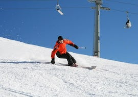 A skier is confidently skiing down a snowy slope thanks to their Private Ski Lessons for Teens & Adults - All Levels with the ski school Red Carpet Champéry.