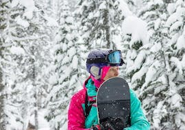A young woman is pictured while learning to snowboard during Private Snowboarding Lessons for Families - All Levels with the ski school Schneesportschule Morgenstern.