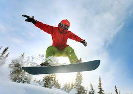 A snowboarder is improving his technique during Private Snowboarding Lessons for Kids & Adults - All Levels with the Carezza Skischool.