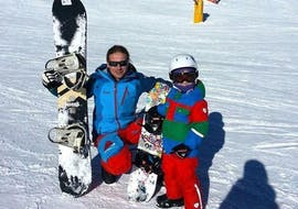 A young snowboarder smiling at the camera with the private snowboard instructor of the ski school Ski- und Snowboardschule SNOWLINES Sölden in the ski resort of Sölden during a Private Snowboarding Lessons for Kids -Obergurgl-Hochgurgl.