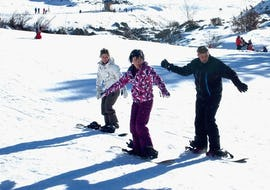 Snowboarders are learning the basics thanks to their Private Snowboarding Lessons - Low Season with the ski school ESI Ecoloski Barèges.