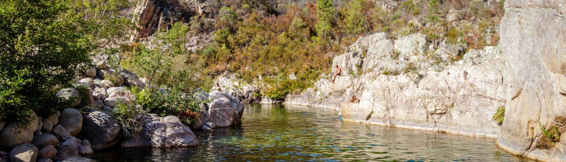 Une photo de la Solenzara telle qu'on peut la voir pendant une sortie canyoning en Corse.
