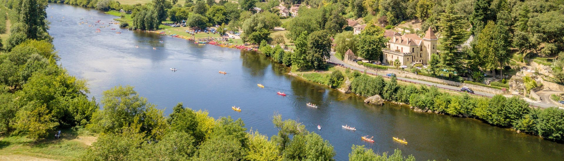 Aerial view of the Dordogne river in the heart of Périgord, one of the most beautiful regions in France for canoeing.