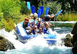 """Un gruppo di partecipanti dell'attività Rafting """"Classic"""" - Cetina organizzata da Croatia Rafting sul fiume Cetina."""