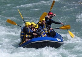 A group of friends is enjoying their Rafting on Dranse River - Classic activity with AN Rafting Haute-Savoie.