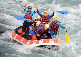 """Participants of the Rafting """"Classic"""" tour on the Durance with Latitude Rafting are enjoying their time on the water."""