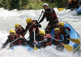 Des personnes profitent de leur activité de Rafting Day sur l'Isère et le Doron - Rivières de Savoie avec Franceraft.