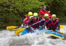 A group is doing the Rafting on Isère River - Easy activity operated by Franceraft.