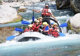A group of friends is enjoying their Rafting on Guil River for Adventurers activity with Ecrins Eaux Vives.