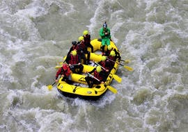 A rafting group gliding on the waves of Salzach river on their rafting tour for adventurers with the experienced instructors of Frost Canyoning & Rafting Tours.