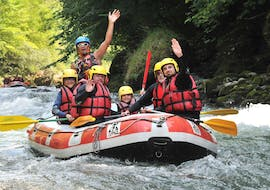 A family is having fun on the Dranse river during their rafting tour classic with 7 Aventures.