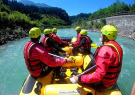 A family having fun rafting down Salzach river on their rafting tour for the whole family with the experienced instructors from Frost Rafting & Canyoning Tours.