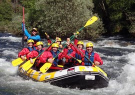 During the Class III Rafting on Rio Paiva in Arouca Geopark, the participants and the guide from Clube do Paiva are posing for a picture while rafting down Rio Paiva.