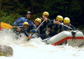 A group of friends is facing rapids while Rafting on Le Chalaux River - Whitewater Cocktail with AN Rafting Morvan.