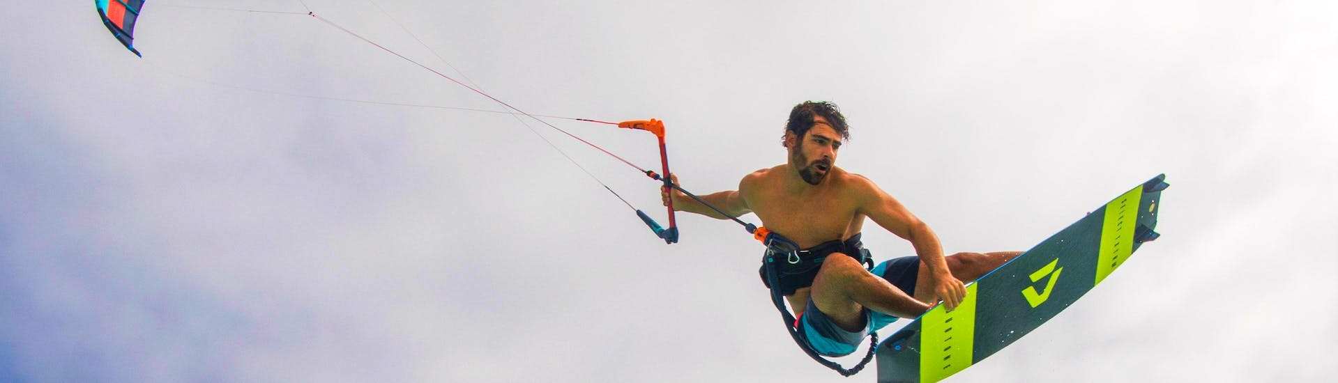 refresher-kitesurfing-lessons-advanced-kitereiders-hero