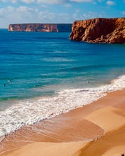 Surfing Sagres (c) Shutterstock