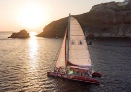 Zeilboottocht van Oía naar Red Beach met zwemmen & zonsondergang