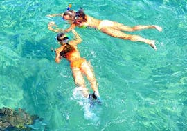 Two girls exploring the fascinating under water world of the Cretan Seas on their Snorkeling Adventure at Kalivaki Beach together with the diving experts from Evelin Diving Center.