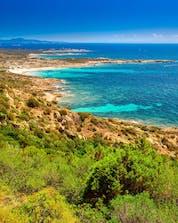 Vue du littoral corse que les visiteurs peuvent admirer lorsqu'ils font de la plongée sous-marine à Ajaccio.
