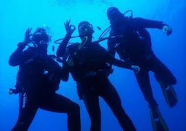 A group of people are taking part in the SSI open water diver course with Hippocampus Dive Center in Pula.