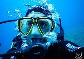 A woman takes part in the SSI scuba diver course with Hippocampus Dive Center in Pula.