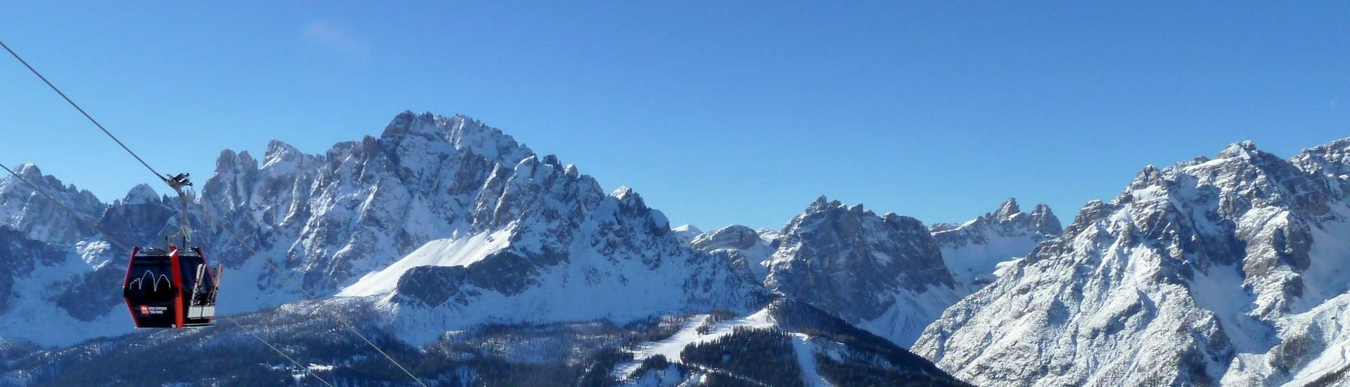 View over the sunny mountain landscape while learning to ski with the ski schools in Dobbiaco.