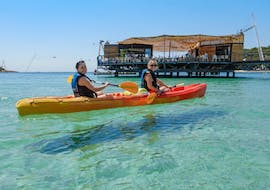 A couple goes sea kayaking around Cape Kamenjak in Premantura together with Pula Outdoor.