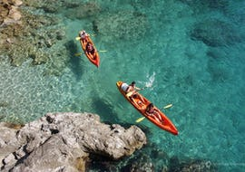 Friends are having a great time whilst paddling on high-quality sea kayaks during the morning tour with swim & snorkel in Dalmatia organised by Adventure Dalmatia Dubrovnik.