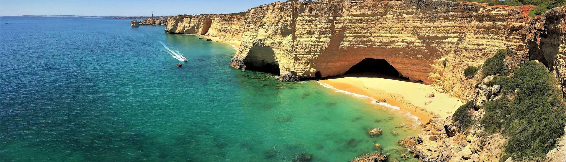 An image of the Algarve coastline where Seasiren Tours offers boat tours to the Benagil Caves.
