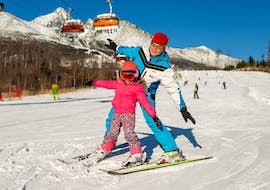 During the Ski Instructor Private for Kids (from 4 years), a little girl is having fun while learning how to ski under the supervision of an instructor from the ski school Ternavski Snow Academy Tatranska Lomnica.